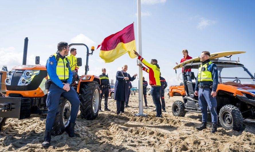 Den Haag – Strandzeizoen in Scheveningen met kil windje van start