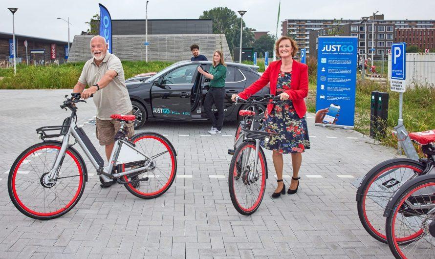 Delft – Parkeerplaats voor deelauto's en fietsen in gebruik genomen