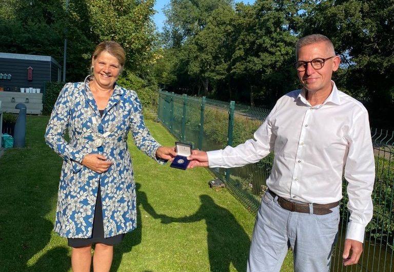 Delft – Gemeentepenning voor meester Kees